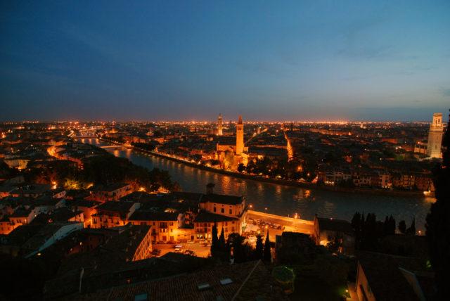 Verona di sera dall'alto